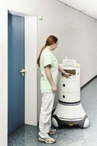 Der intelligente Pflegewagen fährt autonom zum Einsatzort (Bild: Fraunhofer IPA)
