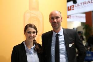 Melanie Walter und Joachim Lafrenz präsentierten die neue TePe-Kampagne mit Jürgen Vogel auf der IDS 2017