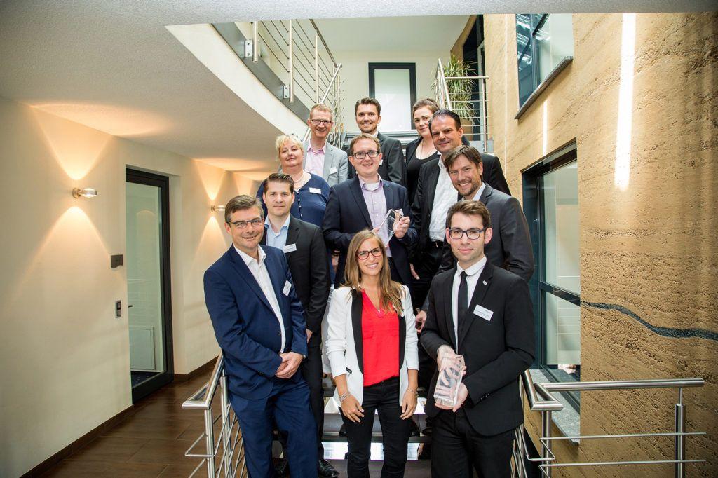 Preisträger, Jury und Veranstalter der PMI Awards 2016. V.l.n.r. Christian Hagedorn (Westpress), Christoph Athanas (meta HR), Sabine Vockrodt (W&V Job-Network), Raoul Fischer (StoryWorks/W&V), Lisa Barton (BAVC), Oliver Erb (EnBW), Simon Zicholl (Westpress), Johanna Hartz (Wollmilchsau), Martin Grothe (Complexium), Joachim Diercks (Cyquest) und Christopher Knieling (BAVC)