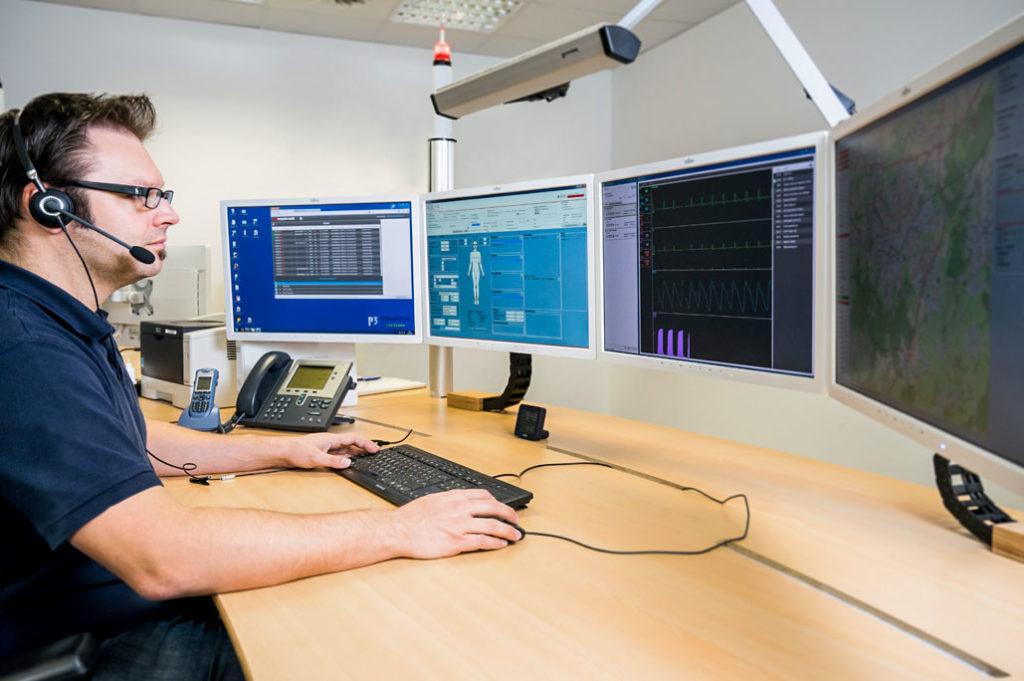 Der Telenotarzt an seinem Arbeitsplatz in Vorpommern-Greifswald