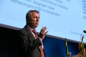 Andreas Mayer, Geschäftsführer und Justitiar der KZVB, kennt sich aus mit dem Antikorruptionsgesetz