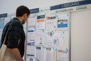 Die Stellensuche nach einem konkreten Jobangebot zieht viele Jungemediziner auf die Nachwuchsmesse.