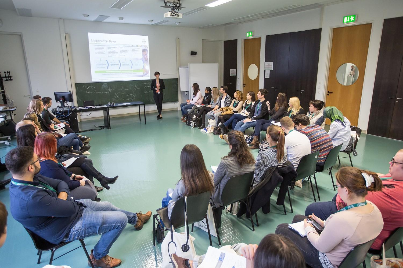 In Workshops erfahren die Jungmediziner auf der Nachwuchsmesse Operation Karriere mehr über ihre Karrieremöglichkeiten