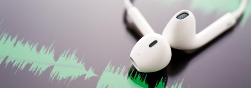 Junge Medizininformatiker machen einen Podcast zum Thema eHealth.