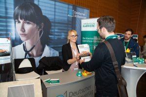 Stefanie Burchard, Senior Produktmanagerin beim Deutschen Ärzteverlag, begleitet bereits seit mehreren Jahren die populäre Kongressreihe Operation Karriere.