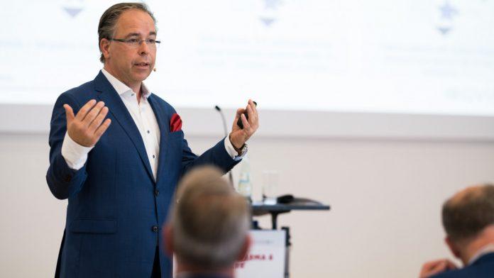 Dr. Frank Wartenberg von IQVIA referiert zum Thema Digitalisierung im Gesundheitswesen