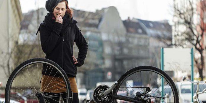 Reifenpanne mit Fahrrad