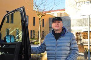 Der Chirurg Juri Galemski nutzt den Chaffeur-Service des Krankenhauses.