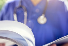 LA_MED_Arzt_Fachzeitschrift_lesen