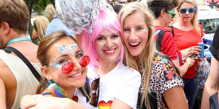 Drei Angestellte von Helios beim CSD in Berlin