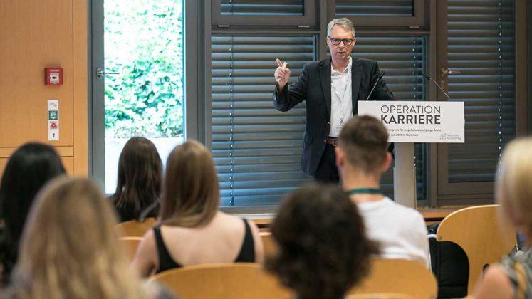 Vorträge von Experten beim medizinischen Karriere-Kongress Operation Karriere in München, © Klaus D. Wolf