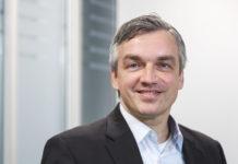 Die Bayer AG schafft den Spagat zwischen der Entwicklung neuer digitaler Produkte und Lösungen und der unternehmensinternen digitalen Transformation.