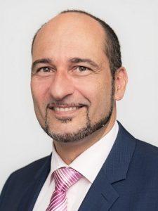 Prof. Dr. Dr. Bilal Al-Nawas, Education Delegate ITI Deutschland, sieht den Erfolg des ITI kontrovers in der Kombination aus einer intelligenten Talkshow mit Einspielern, Live Operation und wissenschaftlichen Disput. © Privat