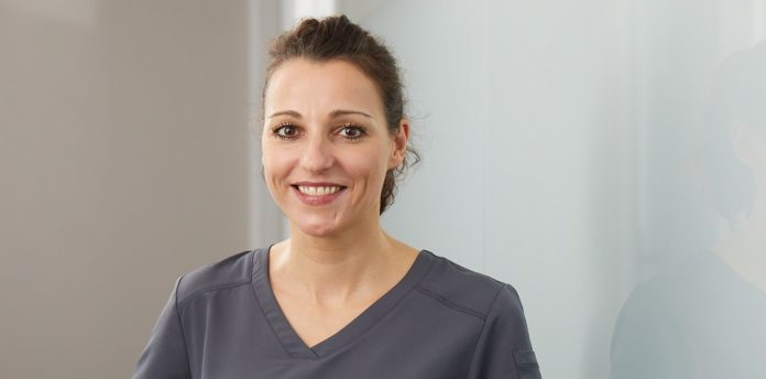 Gesa Schmidt-Martens ist Zahnärztin in der ZAP*8, der ersten Praxis aus dem Konzept der ZPdZ, und überzeugt von dem neuen Niederlassungs-Angebot für Zahnärzte. © Björn Giesbrecht