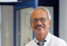 Ärzte sollten unbedingt in Gesprächs- und Mitarbeiterführung geschult werden, meint Professor Wolfgang Kölfen. Das macht zufriedener und ist das beste Rezept gegen den Generationenkonflikt