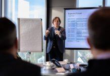 Um stärker auf die Bedürfnisse der Zielgruppe eingehen zu können, nutzt Roche ein neues interaktives Roundtable-Format mit aktivem Publikum im Deutschen Ärzteverlag. © Pixa