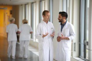 Helios setzt auf persönliche Mentoren für neue Mitarbeitende. © Thomas Oberländer/Helios Kliniken
