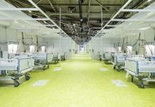 Das Corona-Behandlungszentrum-Jafféstraße in der Berliner Messe, Halle 26, wurde in nur vier Wochen Bauzeit errichtet. Derzeit verfügt es über 500 Betten. 120 Ärzte und Pflegekräfte stehen bereits auf Abruf. ©Vivantes_Freese