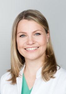 """Angelika Behrens, Chefärztin in Teilzeit an der Evangelischen Elisabeth Klinik in Berlin: """"Wir werden zunehmend mehr weibliche Mitarbeiter haben. Wenn wir das nicht schaffen, flexible Arbeitszeitmodelle umzusetzen, dann wird Medizin im Krankenhaus nicht gelingen."""" © Die Hoffotografen"""
