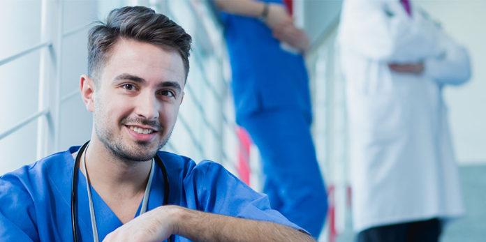 wieviel verdient ein Arzt im Krankenhaus 2021